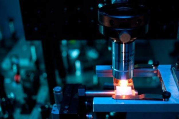 Kluczowym elementem okazał się laser femtosekundowy.   Fot. seas.harvard.edu /materiały prasowe