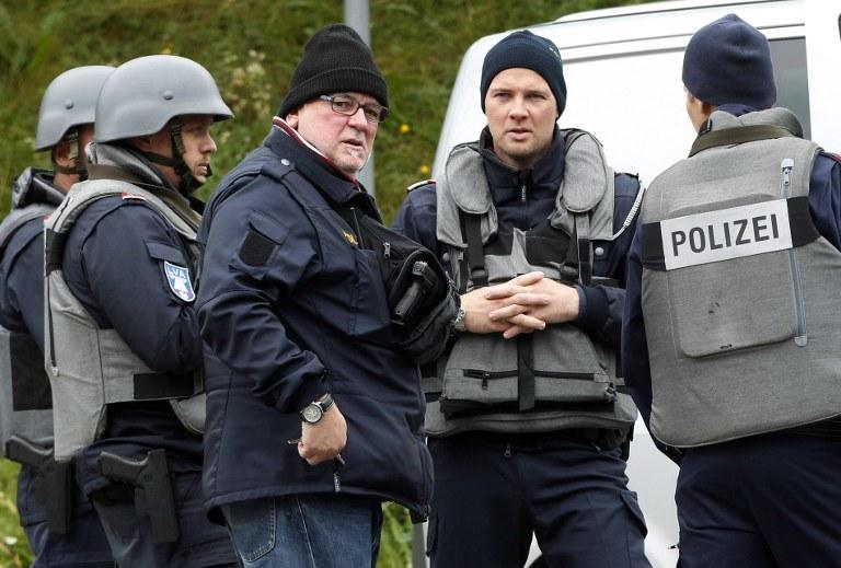 Kłusownik zastrzelił trzech funkcjonariuszy i kierowcę karetki pogotowia /AFP