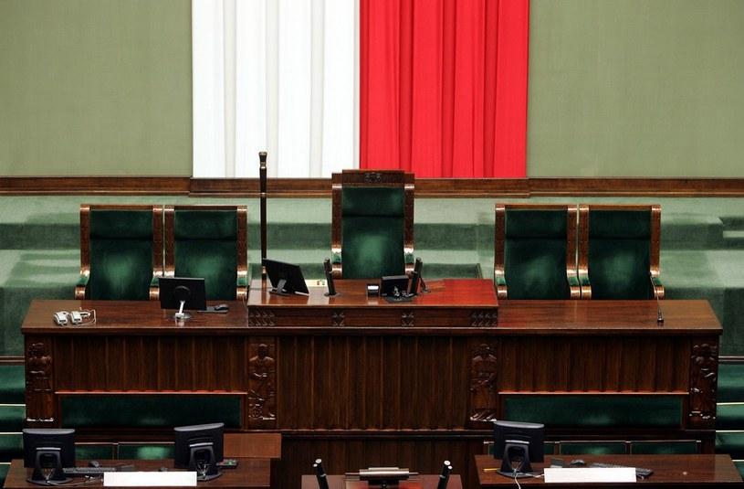 Koalicja rządowa liczy obecnie 236 posłów. /Witold Rozbicki /Reporter