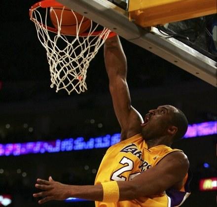 Kobe Bryant godnie uczcił rocznicę swojego wielkiego popisu /AFP