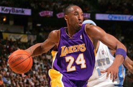 Kobe Bryant (na razie) zostaje w Los Angeles /AFP