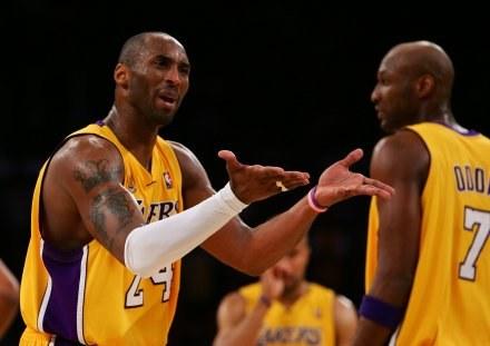 Kobe Bryant (z lewej) i Lamar Odom /AFP