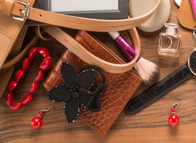 Kobieca torebka - bałagam czy dobrze kontrolowany chaos? /123RF/PICSEL