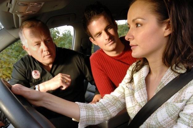 Kobieta i samochód to czasem fascynujące połączenie... /