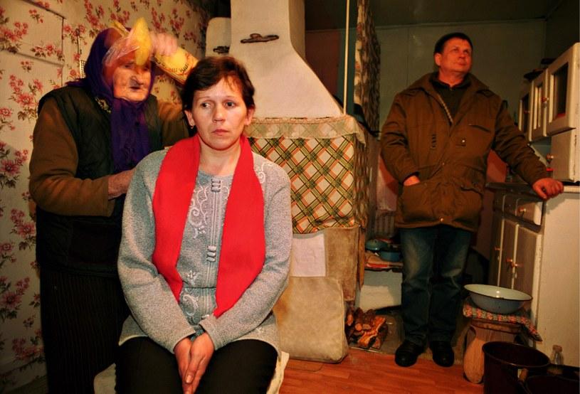 Kobieta z bólem głowy z wizyta u szeptuchy, 99 letniej pani Olifer /Andrzej Sidor /Agencja FORUM