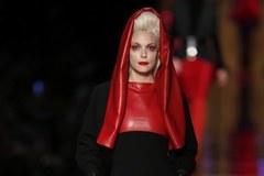 Kobieta z brodą na pokazie Jean Paul Gaultier