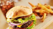 Kobietom stres szkodzi, jak... śmieciowe jedzenie