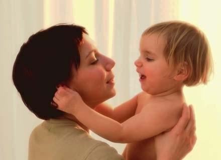 Kobiety boją się, że po urodzeniu dziecka pracodawcy podziękują im za współpracę /INTERIA.PL