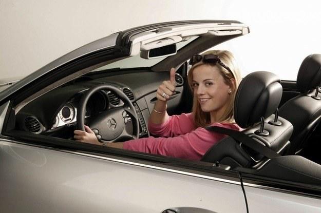 Kobiety częściej rozmawiają z samochodami /