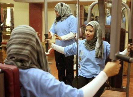 Kobiety, które ochraniają inne kobiety: Basma Abdel Menim (P) i Maha Mohammed (L) /AFP