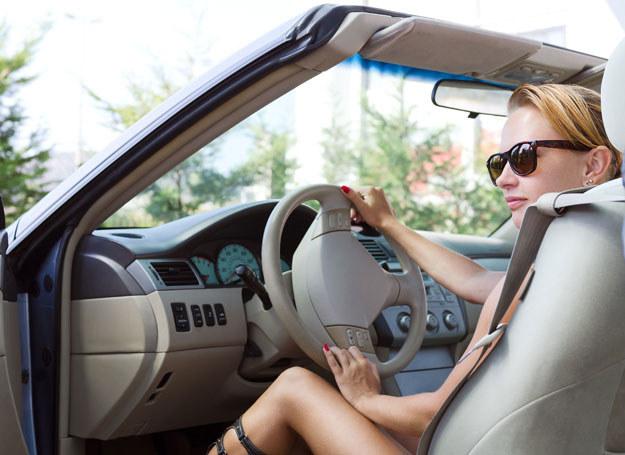 Kobiety parkują uwazniej i ostrożniej /123RF/PICSEL
