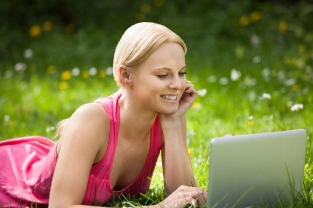 Kobiety są bardziej zaangażowanymi użytkownikami sieci /©123RF/PICSEL