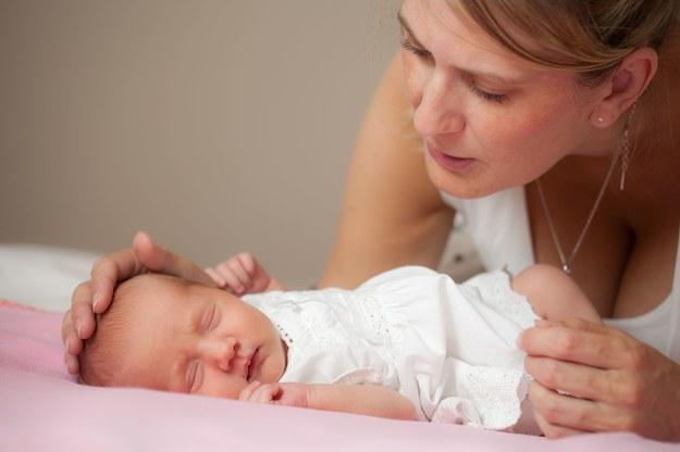 Kobiety stracą możliwość płatnej opieki nad dzieckiem przez 12 miesięcy od porodu? /123RF/PICSEL