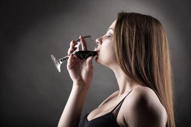 Kobiety sukcesu często nadużywają alkoholu /123/RF PICSEL