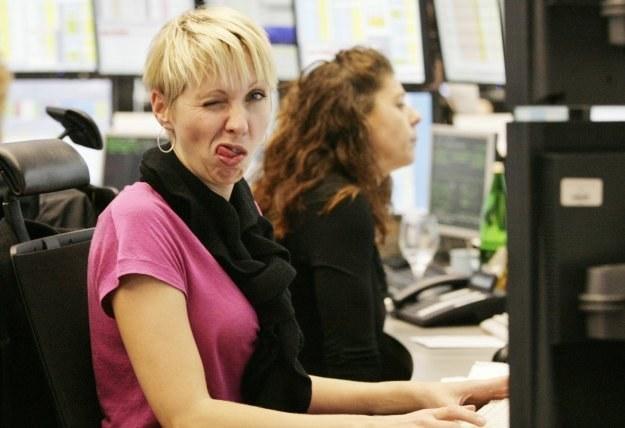 Kobiety też znają się na wirusach. I wcale nie muszą ich pisać, aby zarobić w branży IT... /AFP