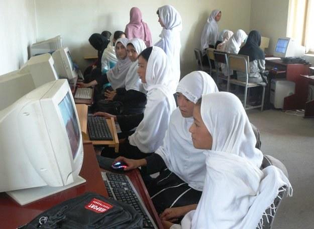 Kobiety uczą się, m.in. angielskiego i obsługi komputera / fot. Archiwum PL PRT /