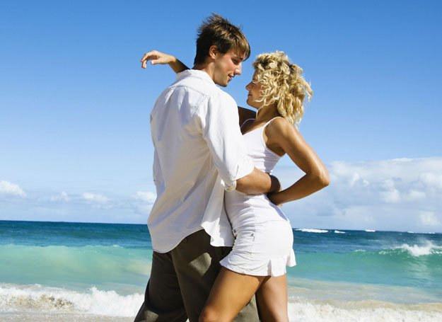 Kobiety uwielbiają romantycznych mężczyzn /ThetaXstock