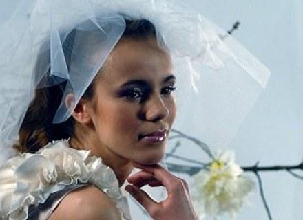 Kobiety żyjące w stałych związkach martwią się faktem, że ich partnerzy nie chcą się żenić... /MWMedia