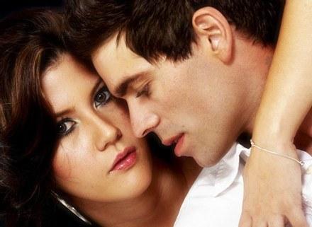 Kochają coraz bardziej, aż ich miłość staje się nałogiem /ThetaXstock