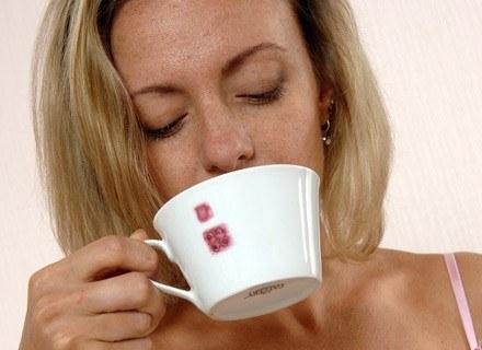 Kofeina wpływa na poziom hormonów w organizmie