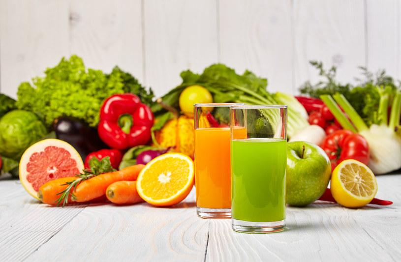 Koktajle owocowo-warzywne to świetny pomysł na wiosenny detoks /©123RF/PICSEL