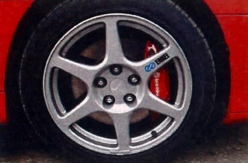 Koła Enkei, hamulce Brembo, opony Bridgestone - wszystko specjalnie dla Lancera Evo VIII. /Motor