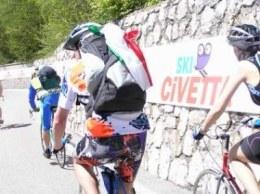 Kolarze amatorzy także zdobywali Passo Duran /INTERIA.PL