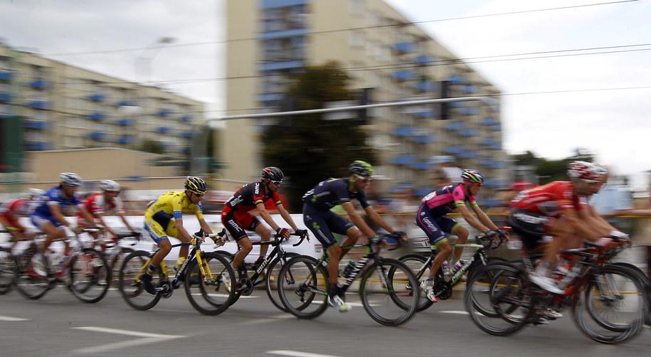 Kolarze na trasie 4. etapu Tour de Pologne w Katowicach /Andrzej Grygiel /PAP