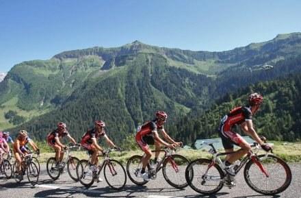 Kolarze TdF wjechali w Alpy /AFP