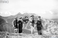 Kolejka na Kasprowy Wierch. Zobacz na archiwalnych zdjęciach, jak powstawała