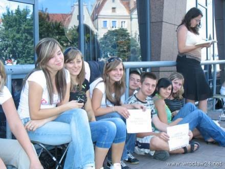 Kolejka po technologiczne cacko. /wroclaw24.net