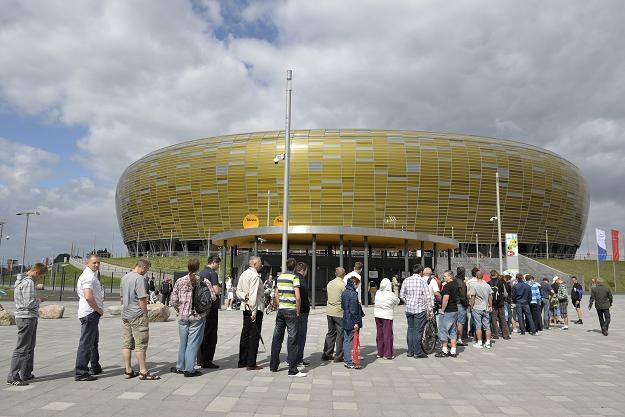 Kolejki przed kasami stadionu PGE Arena Gdańsk fot: Adam Warżawa /PAP