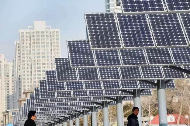 Kolejne firmy stawiają na energię słoneczną /AFP