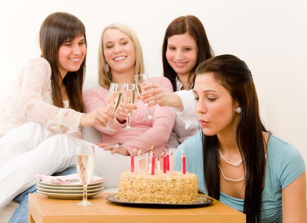 Kolejne okrągłe urodziny przyprawiają cię o ból głowy? /© Panthermedia