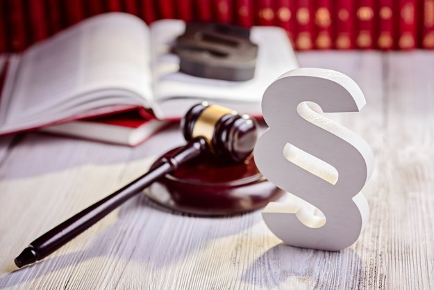 Kolejne propozycje z nowego Kodeksu pracy: Zakaz dorabiania do etatu /123RF/PICSEL