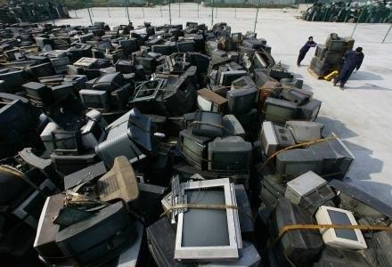 Kolejny miesiąc - kolejny pomysł na telewizję cyfrową w Polsce /AFP