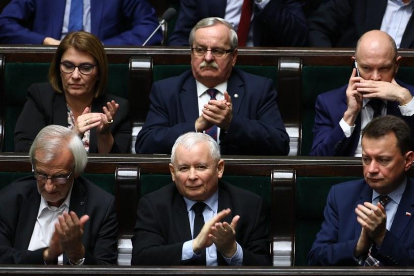 Kolejny sondaż pokazuje wysokie poparcie dla partii Jarosława Kaczyńskiego /STANISLAW KOWALCZUK /East News