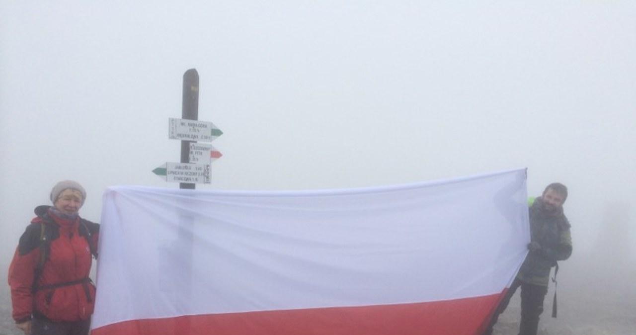 Kolejny szczyt zdobyty. Flaga zawisła na Babiej Górze
