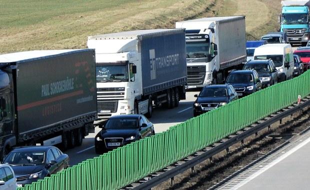 Kolizja samochodu Żandarmerii Wojskowej z ciężarówką na S8