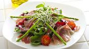Kolorowe sałatki na letnie obiady