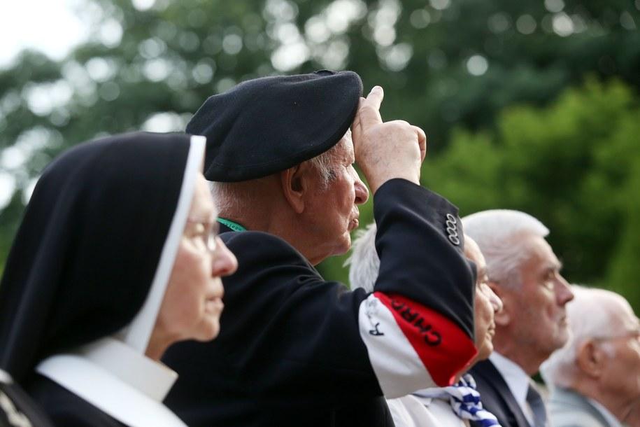 Kombatanci podczas uroczystości obchodów 69. rocznicy wybuchu powstania warszawskiego /PAP/Tomasz Gzell /PAP