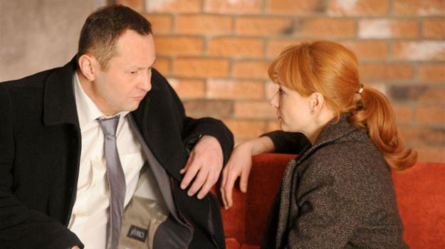 """""""Komisarz Alex"""": Lucyna (Magdalena Walach) i jej nowy adorator, Sebastian (Andrzej Konopka) /Agencja W. Impact"""