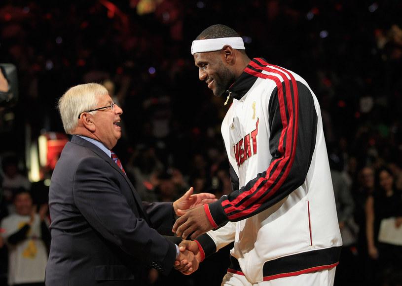 Komisarz NBA David Stern i gwiazda Miami Heat LeBron James /AFP