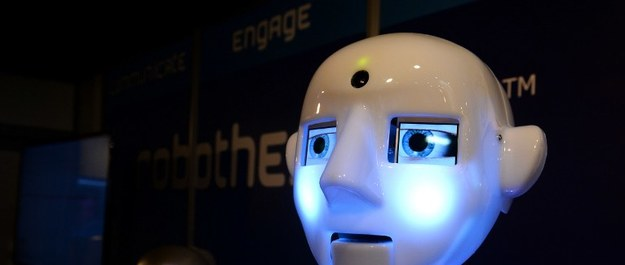 """Komisja Europejska proponuje, aby roboty płaciły podatki jako """"elektroniczni ludzie"""""""