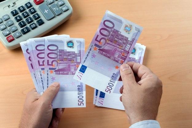 """Komisja Europejska wprowadzi zasadę """"równa płaca za taką samą pracę""""? /123RF/PICSEL"""