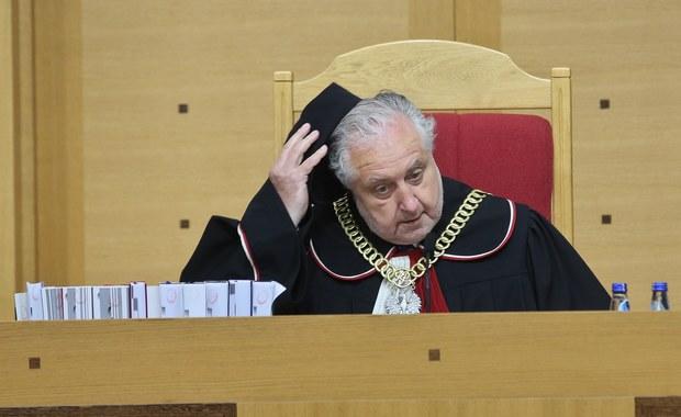 Komisja Europejska zaleca rządowi wykonanie wyroków TK z grudnia i marca. Odpowiedź MSZ?