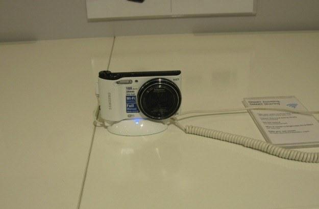 Kompakt z WiFi umożliwiający natychmiastowe przesłanie zdjęć do pamięci komputera lub telewizora /INTERIA.PL