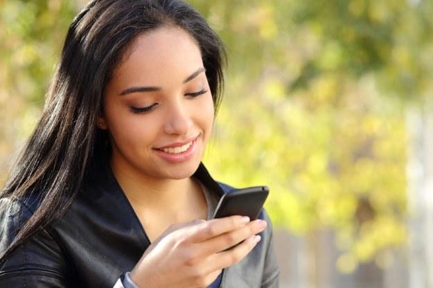 Komunikatory wygrywają z SMS-ami /123RF/PICSEL