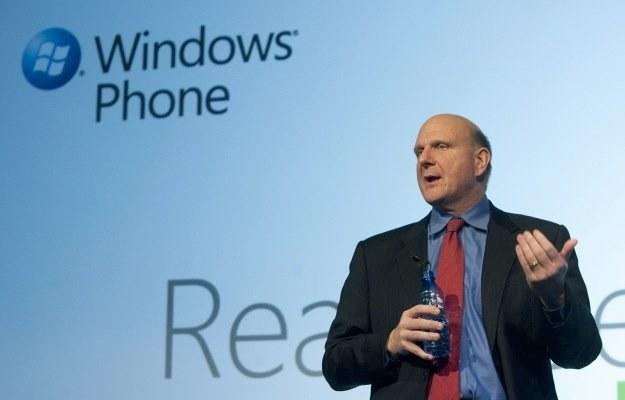 Koncern Steve'a Ballmera ma zamiar przyspieszyć premierę systemu Windows Phone 7 /AFP
