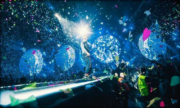 Koncert Coldplay obfitował w takie właśnie niesamowite widoki /fot. Adam Jędrysik / jedrysik.com